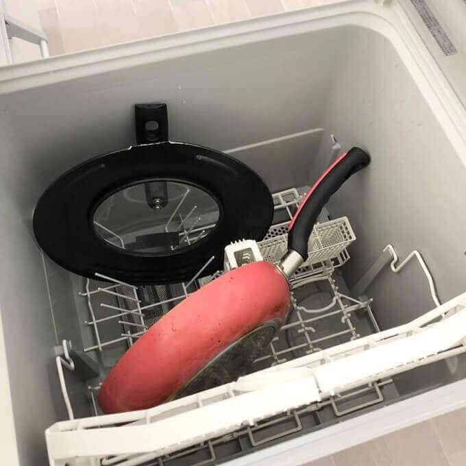 パナソニック深型食洗機は大きなフライパンも余裕で入る