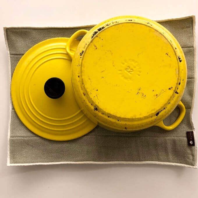 プリス・ベイス水切りマットはル・クルーゼのお鍋を乾燥できるサイズ
