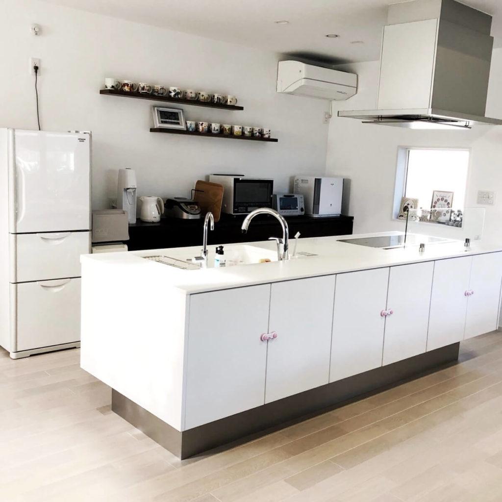 白色が映えるおしゃれなキッチン